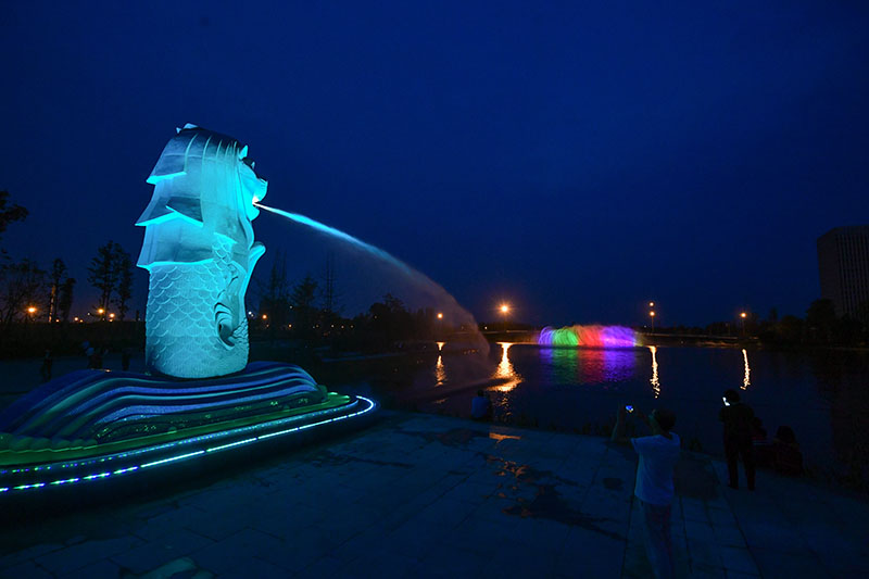 Merlion Sculpture Night View